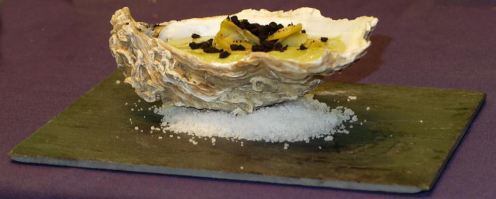 Salmorejo de aceitunas y ostras
